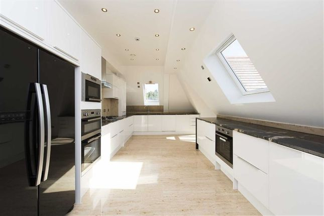 Thumbnail Flat to rent in Sinclair Grove, London