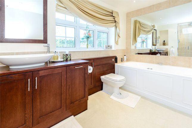 Bathroom of The Leas, Hemel Hempstead, Hertfordshire HP3