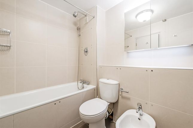 Bathroom of 42 Great Smith Street, Westminster, London SW1P