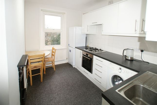 Flat to rent in Walworth Road, London