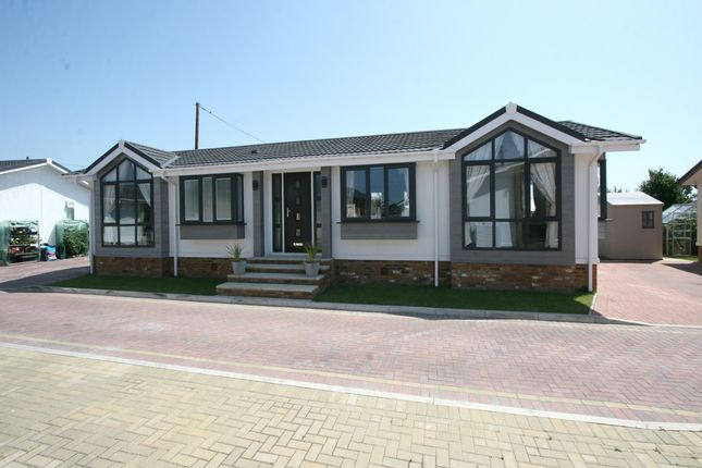Thumbnail Mobile/park home for sale in Queen Street, Paddock Wood