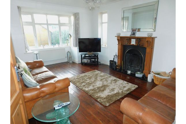 Living Room of Middle Onslow Close, Worthing BN12