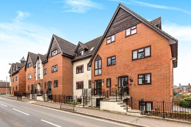 2 bed flat for sale in Midhurst Road, Liphook GU30