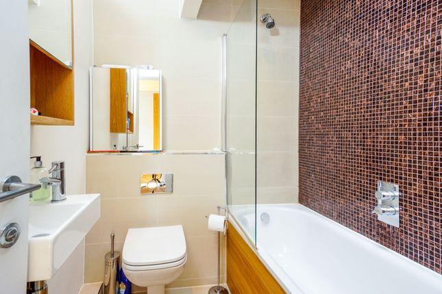 Bathroom of Alexandra Grove, London N4