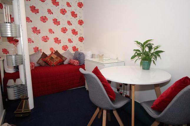 Bedroom 2/Dining Roo