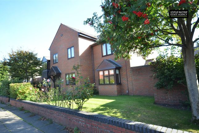 Thumbnail Flat for sale in Abbey Park Mews, Grimsby, N E Lincolnshire