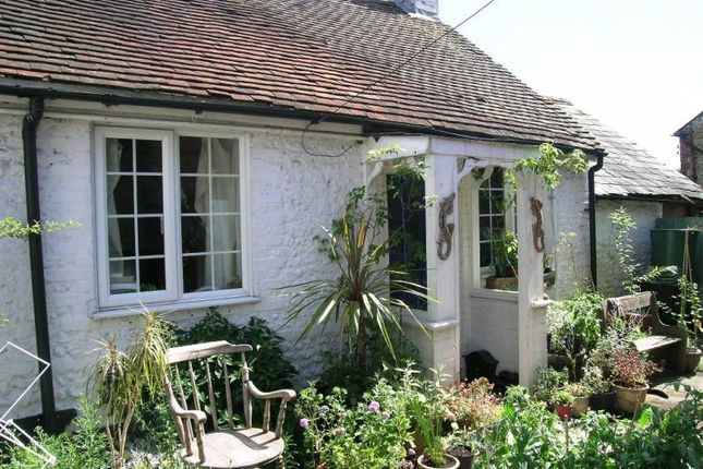 Thumbnail Semi-detached bungalow to rent in Winkworth Place, East Street, Farnham
