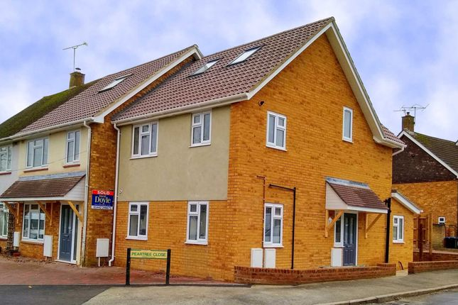 Thumbnail Maisonette for sale in Peartree Road, Hemel Hempstead