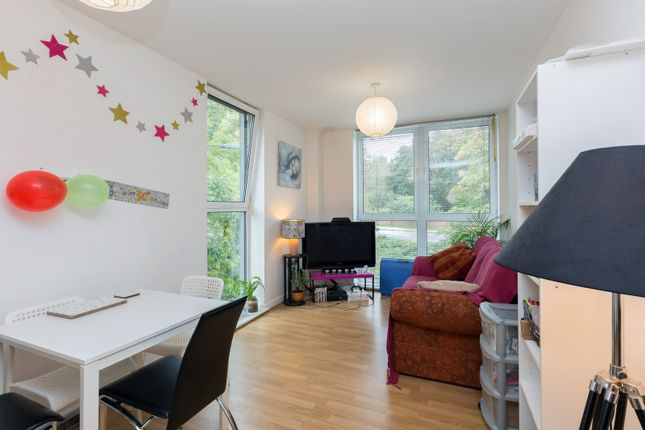 2 bed flat to rent in Norstead Place, Roehampton