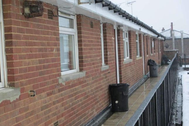 Thumbnail Flat to rent in Penarth Road, Leeds