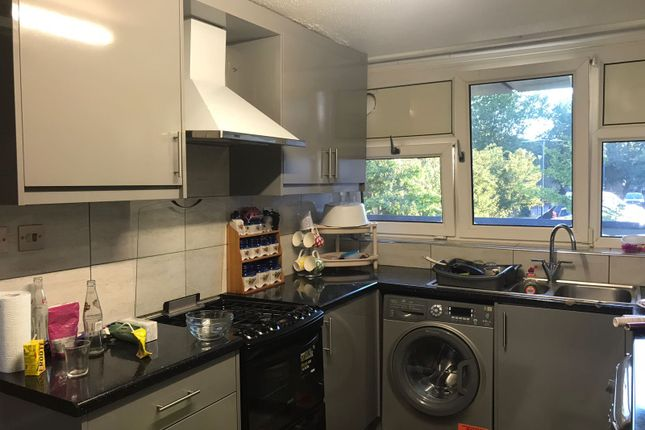 Block of flats to rent in Biscoe Close, Heston