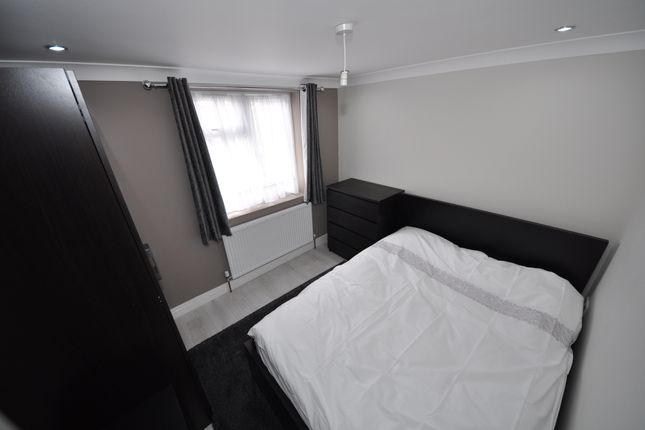 Thumbnail Room to rent in Dudley Road, Ilford