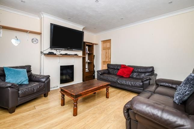 Lounge of Bell Avenue, Romford RM3