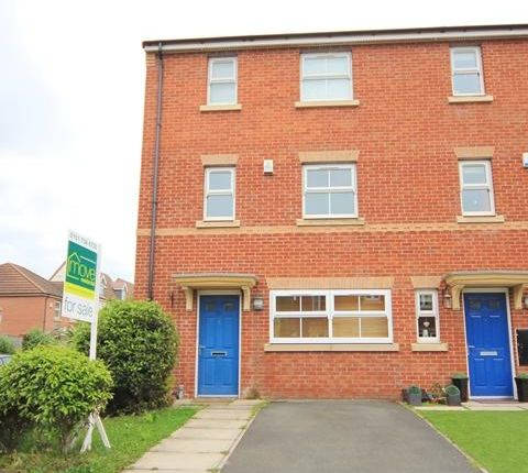 Thumbnail Town house to rent in Kings Lynn Drive, Cressington, Liverpool