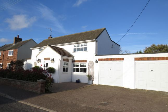 Thumbnail Cottage to rent in The Common, Freethorpe, Norwich