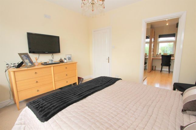 Bed 1 B of Foresters Drive, Wallington SM6