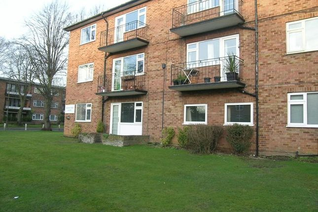 Thumbnail Flat to rent in Penn Road, Beaconsfield