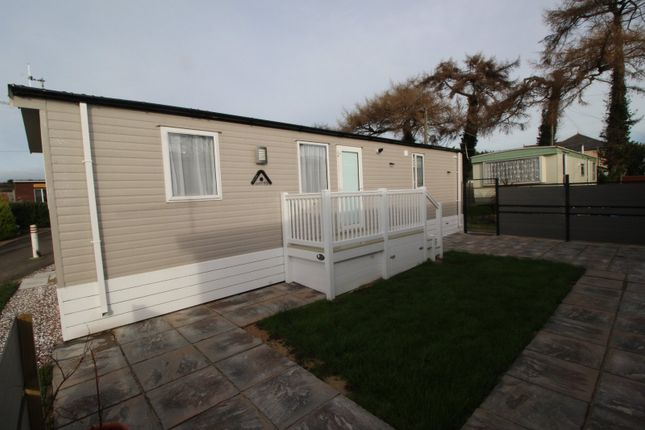 2 bed mobile/park home for sale in Vale Road, Sutton, Dover, Kent CT15