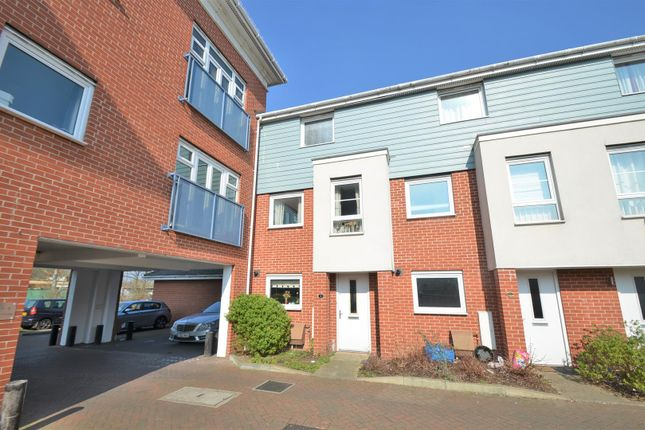 Thumbnail Town house for sale in Wraysbury Drive, West Drayton