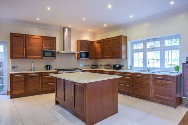 Thumbnail Detached house to rent in Broughton Avenue, Finchley