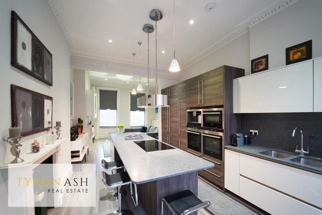 Thumbnail Town house for sale in City Road, Angel, London