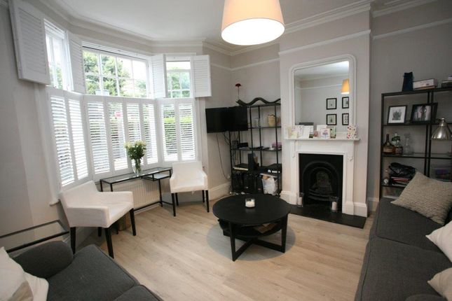 Flat to rent in St. Ann's Hill, London