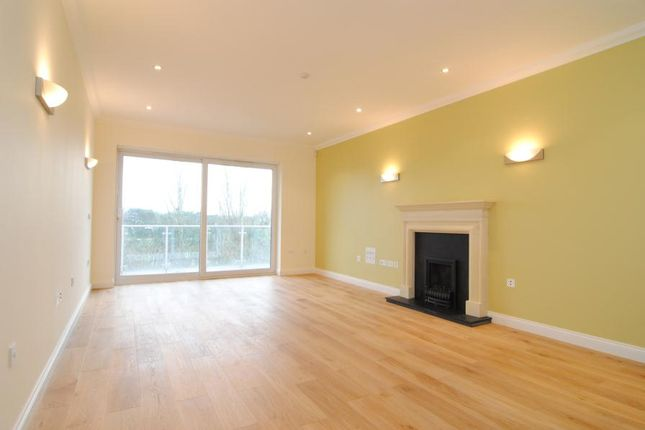 Thumbnail Flat to rent in Acqua House, Melliss Avenue, Kew