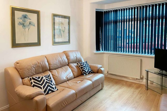 Thumbnail Flat to rent in Old Liverpool Road, Warrington