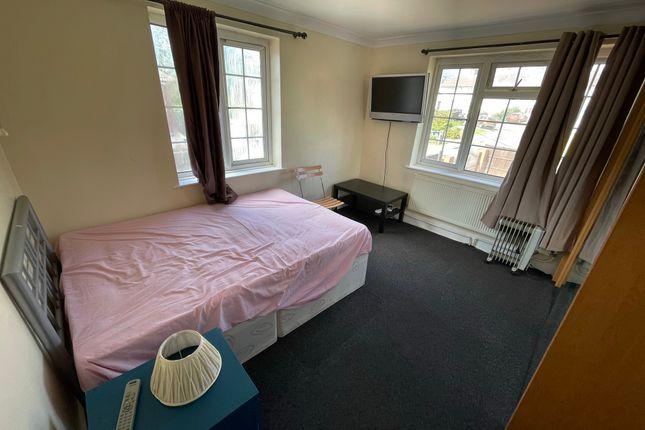 Thumbnail Flat to rent in Abbots Road, Burnt Oak, Edgware