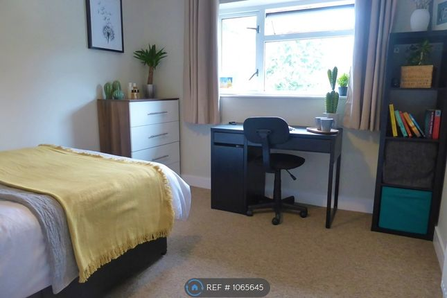 Room to rent in Balmoral Drive, Woking GU22