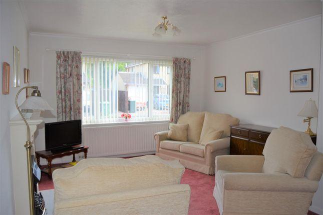 Living Room of Fenay Lea Drive, Waterloo, Huddersfield HD5