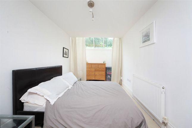 Picture No. 04 of Dryden Close, Clapham, London SW4