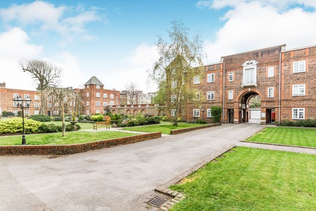 1 bed flat to rent in Surbiton Court, St Andrews Square, Surbiton KT6