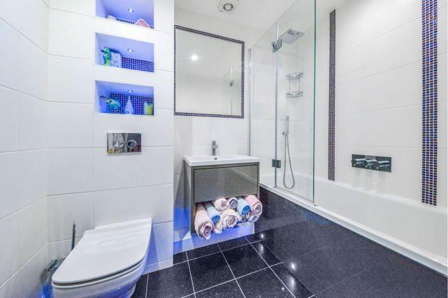 Family Bathroom of Permain Close, Radlett WD7