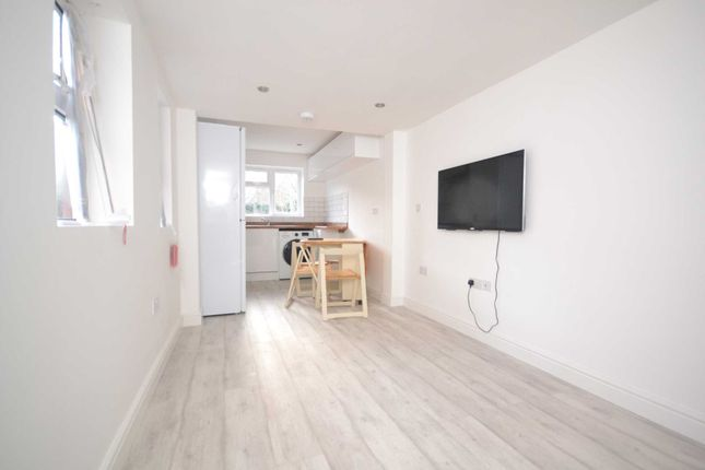 Thumbnail Terraced house to rent in Blenheim Road, Reading