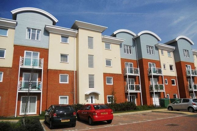 Thumbnail Flat to rent in Goodworth Road, Redhill