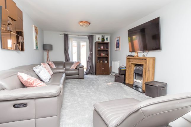 Lounge of Leighton Close, Wellingborough NN8