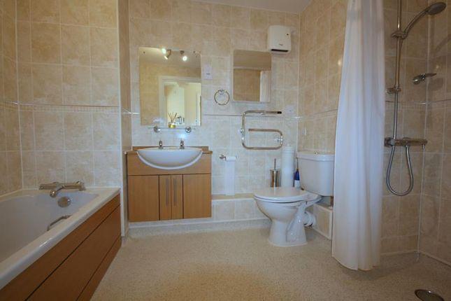 Bathroom/Wetroom of Cartwright Court, Apartment 52, 2 Victoria Road, Malvern, Worcestershire WR14