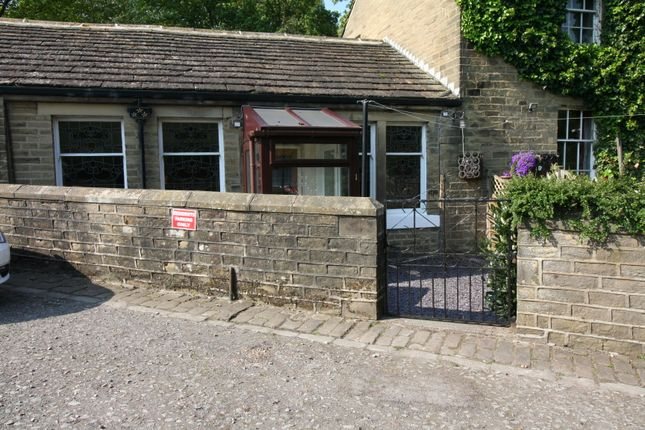 Thumbnail Cottage to rent in Hirst Mill Crescent, Shipley