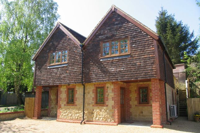 Thumbnail Cottage to rent in High Street, Oxted