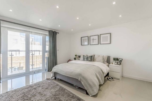 Thumbnail Flat to rent in Cosmos Apartments, Canary Wharf