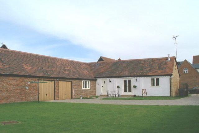 Thumbnail Barn conversion to rent in Poplar End, Toddington