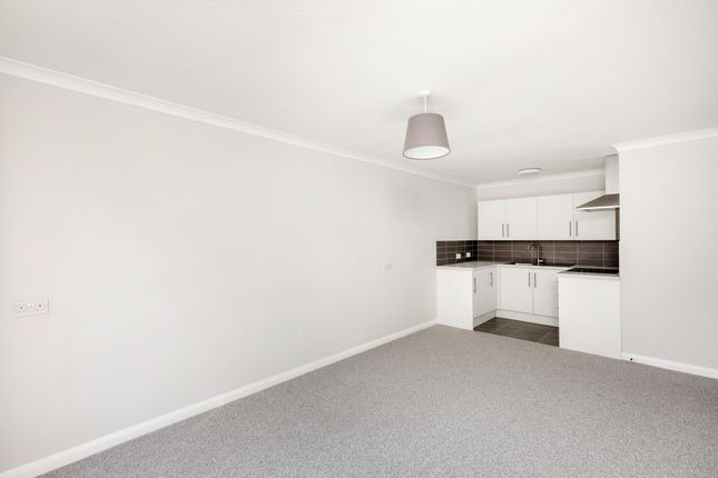 Thumbnail Property to rent in Cedar Close, London