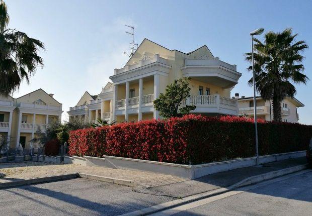 Thumbnail Villa for sale in Nereto, Teramo, Abruzzo