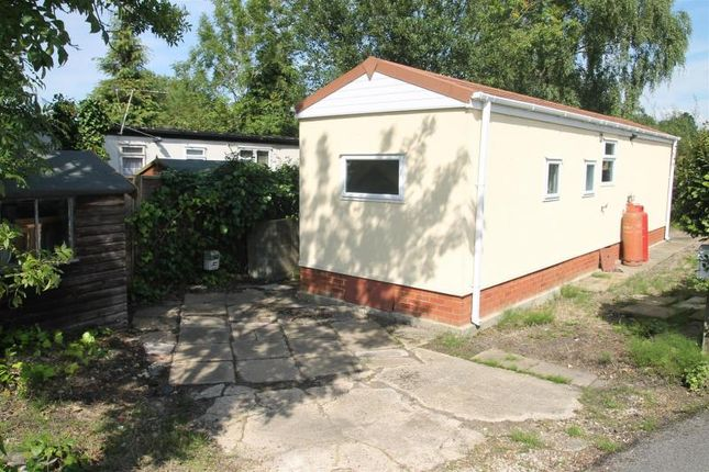 1 bedroom mobile/park home for sale in Cranbourne Hall Park, Winkfield, Windsor
