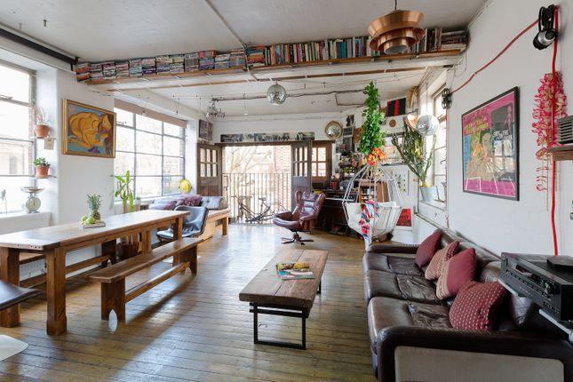 Thumbnail Flat to rent in Bevenden Street, London