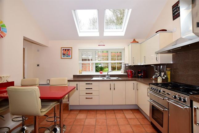 Thumbnail Bungalow for sale in Cliff Hill, Boughton Monchelsea, Maidstone, Kent