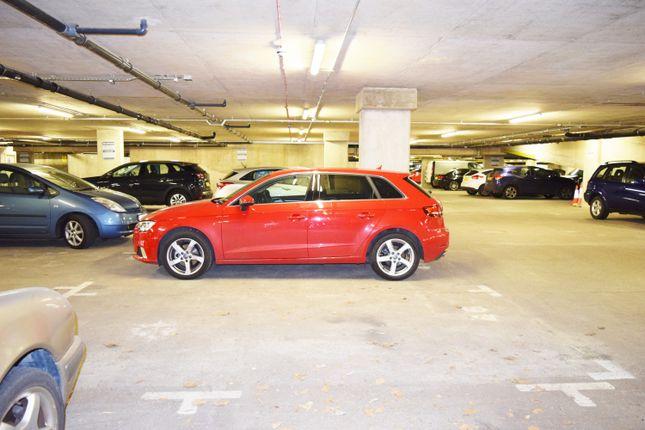 Parking/garage to rent in Wharf Steet, Deptford London