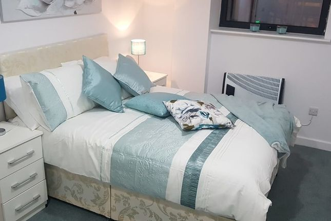 Thumbnail Flat to rent in Vaughan Way, Leicester