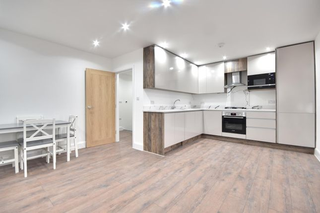 2 bed flat to rent in Eastcote Road, Pinner, Middlesex HA5